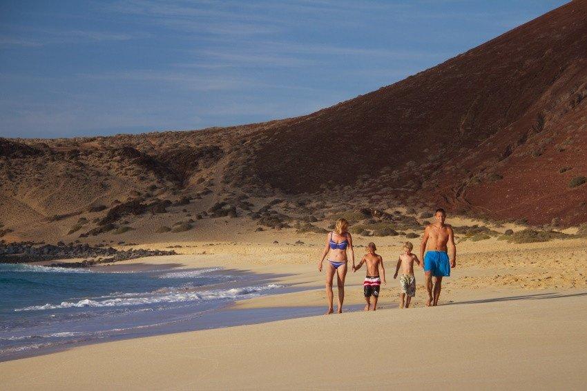 Un total de 50 playas de Canarias han conseguido este año la Bandera Azul, una más que en 2017.