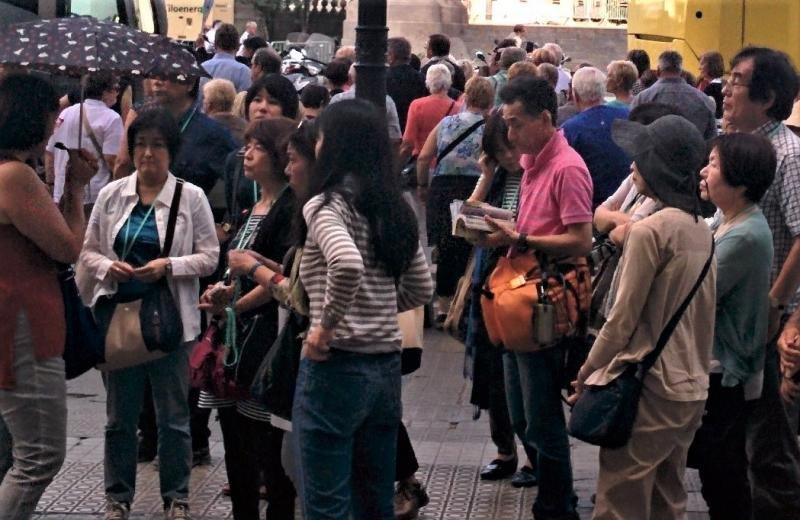 Un grupo de turistas japoneses en Barcelona.