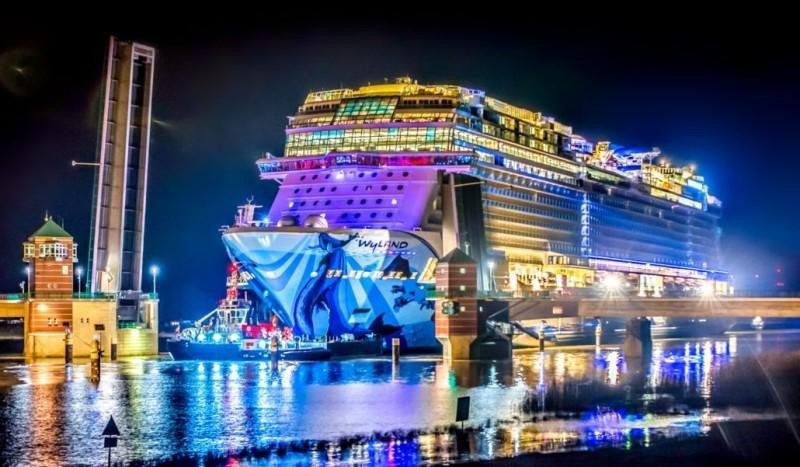 El Norwegian Bliss se apunta un récord en el Canal de Panamá