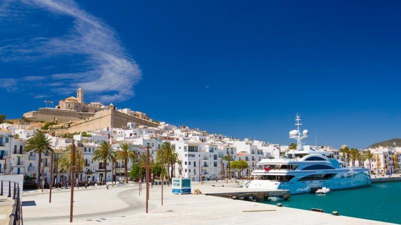 Juicio por videoconferencia al no encontrar hotel asequible en Ibiza