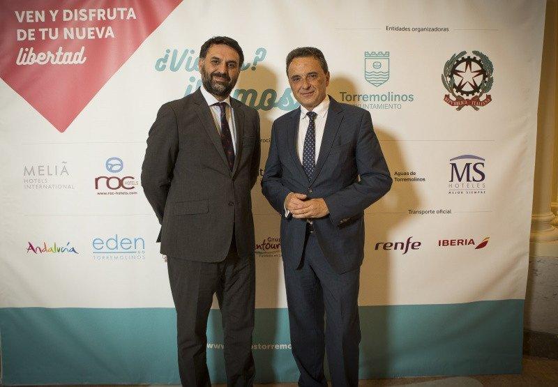 El Consejero de Turismo y Deporte de la Junta de Andalucía, Francisco Javier Fernández, y José Ortiz, alcalde de Torremolinos, durante la presentación de la campaña celebrada en Madrid este jueves.