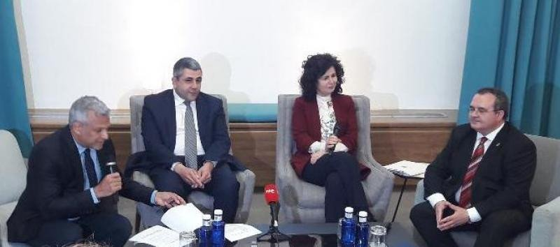 De izq. a dcha, Marcelo Risi y Zurab Pololikashvili, de la OMT; la secretaria de Estado Matilde Asián; y el consejero de Asturias, Isaac Pola.