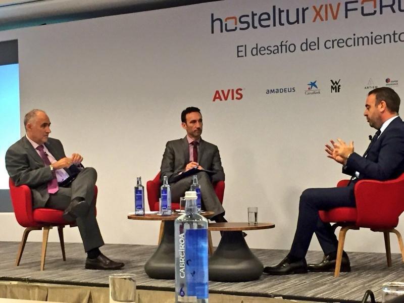 Amador Ayora y Manuel Molina, directores respectivamente de El Economista y Hosteltur, entrevistaron a Gabriel Escarrer en el Foro Hosteltur.