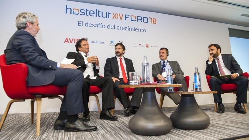 (De Izq. a Da.) Juan Jesús García Sánchez (Amadeus IT), Ovidio Andrés (Logitravel), Gabriel Subías (Ávoris), Steve Heapy (Jet2.com) y Pep Cañellas (W2M).