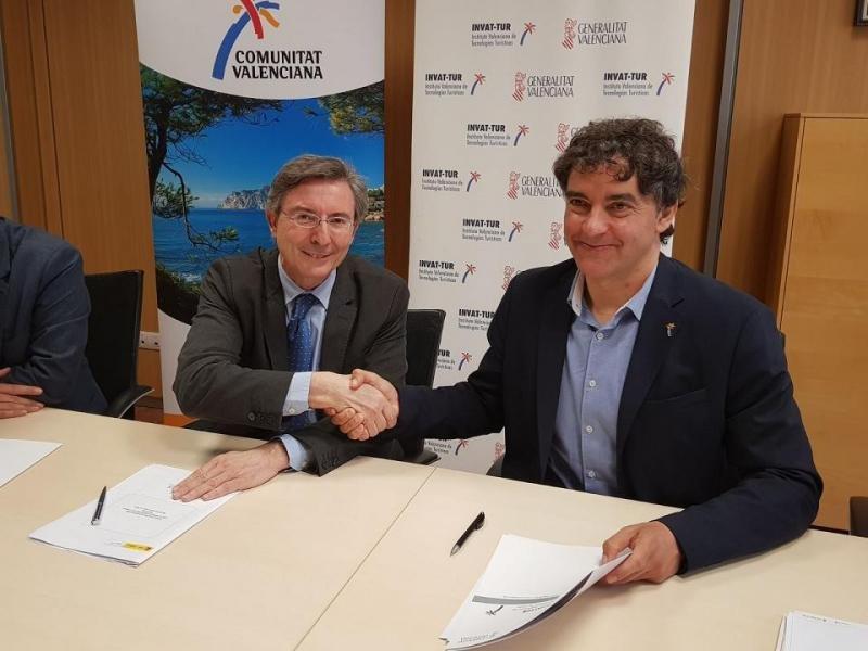De izq. a dcha, Fernando de Pablo, presidente de Segittur; y Francesc Colomer, presidente de la Agencia Valenciana de Turismo, en la firma del acuerdo de colaboración.