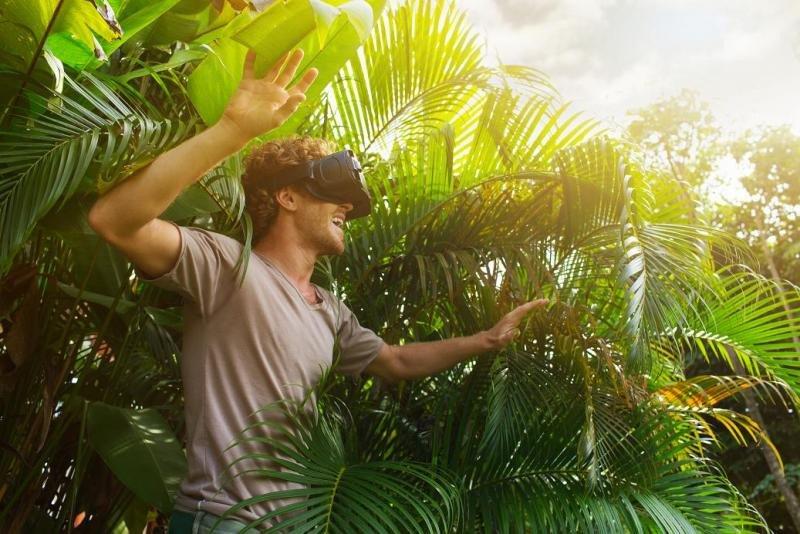 La tecnología inmersiva provoca que que todos los sentidos del usuario se centren en lo que está percibiendo en ese momento.