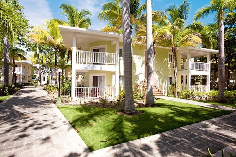 Playabachata Resort.