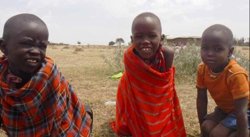 Niños en el pueblo de Kartalu, en Tanzania. Foto: © The Oakland Institute