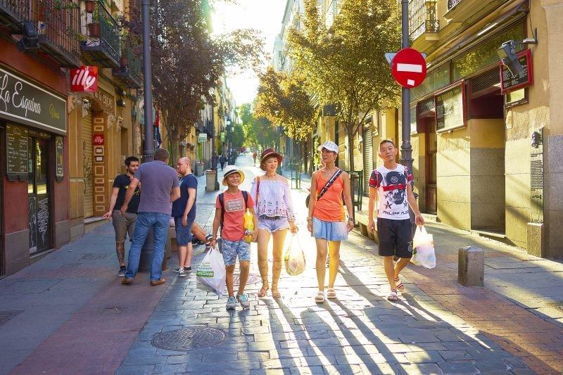 Los turistas chinos, muy aficionados a las compras, registraron una caída del 10% en su gasto.