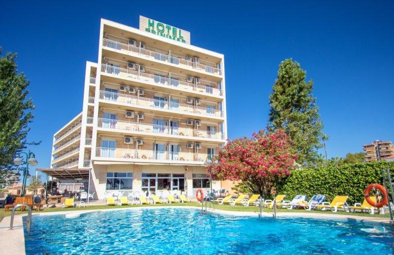 El nuevo hotel Servigroup Trinimar está en primera línea de playa y cerca del núcleo urbano.