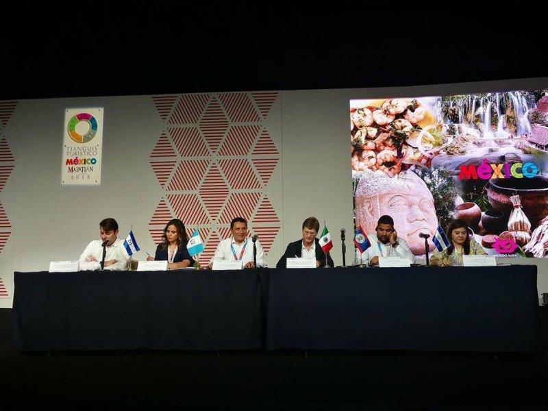 Panel sobre el Mundo Maya durante el Tianguis Turístico 2018.
