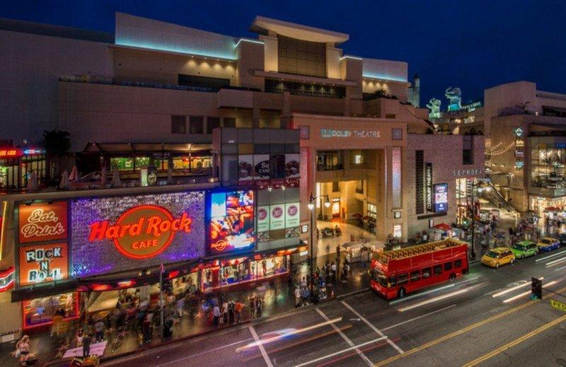 Hollywood Boulevard y el Dolby Theatre, entre las principales atracciones de la ciudad. Foto: DiscoverLA