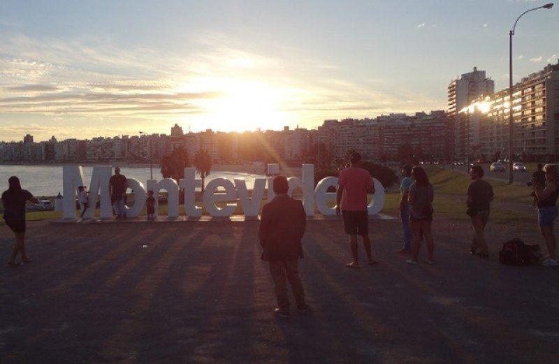 Dólar en Argentina: ¿Cómo afecta al turismo en Uruguay?