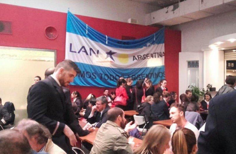 Gremios aeronáuticos acuerdan paro de 24 horas en LATAM Argentina