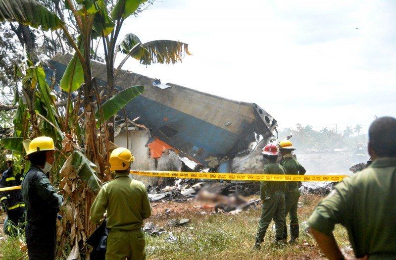 Tres mujeres fueron rescatadas con vida de entre los escombros pero una de ellas falleció posteriormente. Foto: Juventud Rebelde.