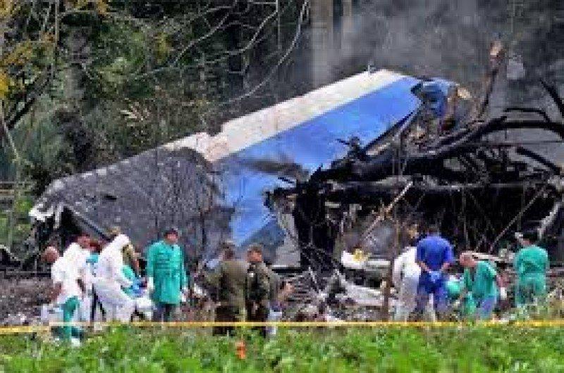 El avión de la firma mexicana fletado a Cubana de Aviación cayó a tierra minutos después de haber despegado de La Habana.