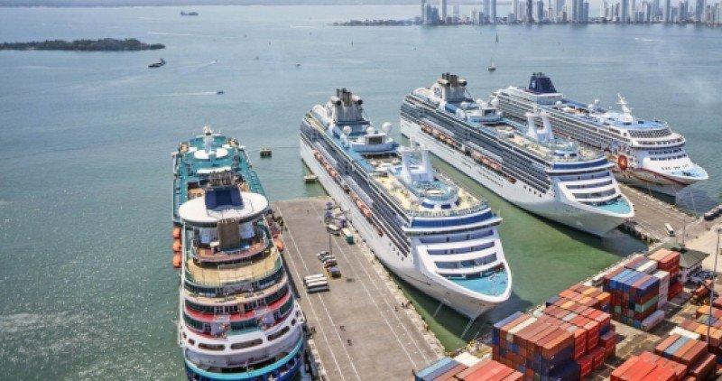 Cruceros en el Puerto de Cartagena.