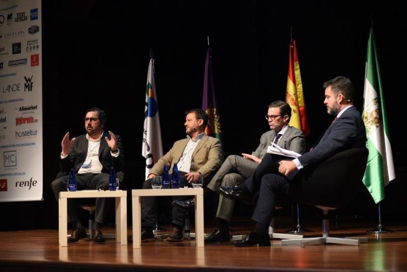 De izq. a dcha, José María Carbó, de Bonotel Exclusive Travel; Walter Lo Faro, de Expedia; Javier Pardo, de NH Hotel Group; y Álvaro Carrillo, del ITH.