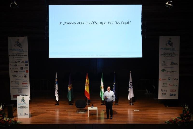 Iván González nos aportó un poco de miedo útil con su ponencia sobre ciberseguridad.