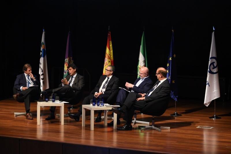 En la mesa sobre el futuro se abordaron también el empleo y el modelo turístico.