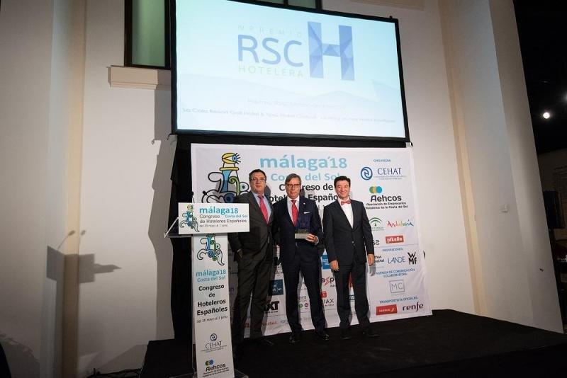 De izq. a dcha, Javier del Nogal, de Tourism and Law; José Carlos Escribano, director general de ML Hoteles; y Manuel López, de Intermundial.