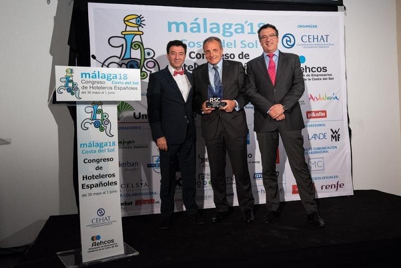 De izq. a dcha, Manuel López; José Guillermo Díaz Montañés, CEO de Artiem Hotels; y Javier del Nogal.