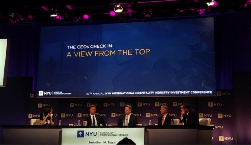 De izq a dcha., Betty Liu, deBloomberg Televisión; Sébastien Bazin, CEO de AccorHotels; Jim Murren, presidente y CEO de MGM Resorts; Christopher Nassetta, presidente y CEO de Hilton; y  Arne Sorenson, presidente y CEO de Marriott International