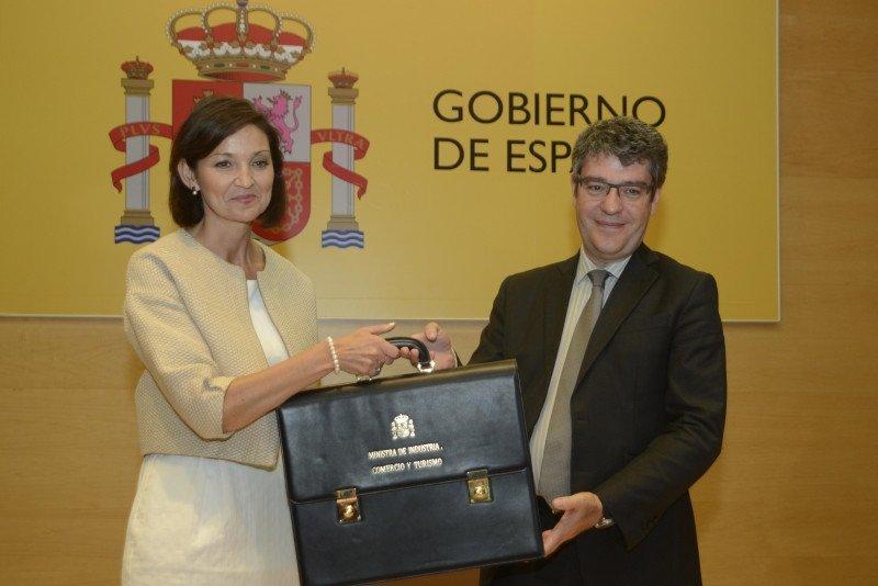 Reyes Maroto ha recibido la cartera de manos de Álvaro Nadal, hasta la fecha ministro de Energía, Turismo y Agenda Digital.