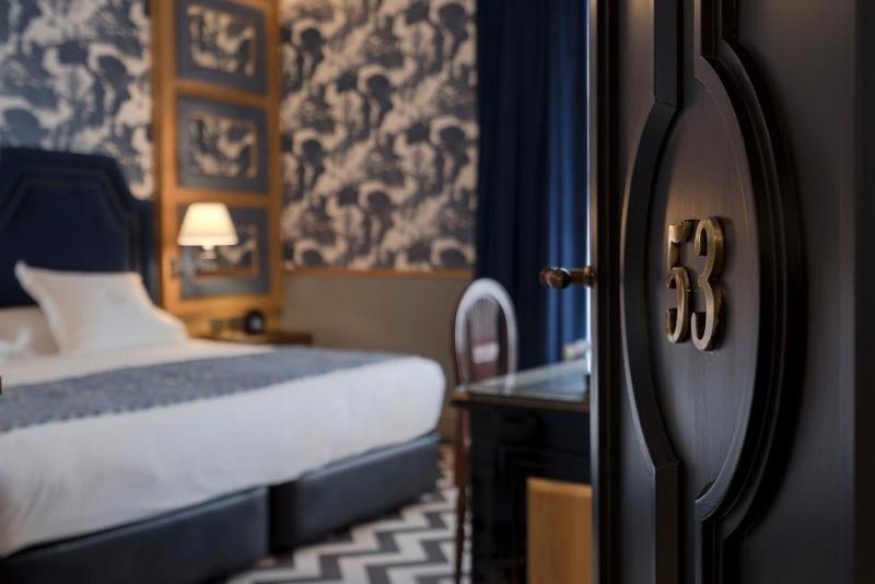 El hotel Heritage tiene como eje y claro homenaje la villa de Madrid, su abundante patrimonio artístico y cultural, así como sus costumbres y gastronomía.