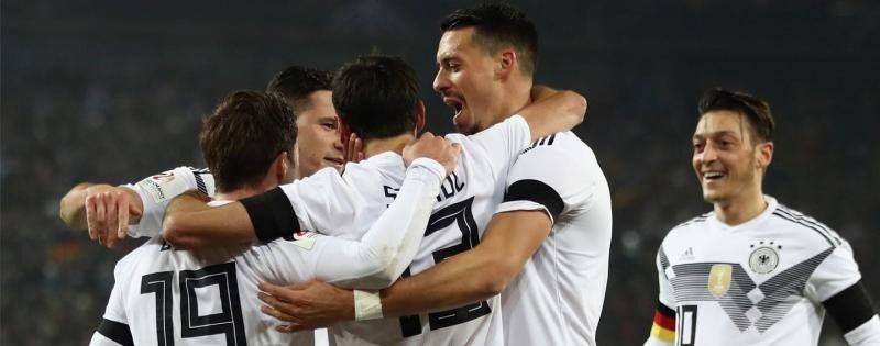 El equipo alemán durante un partido para la clasificación. Foto: Soccer.com.