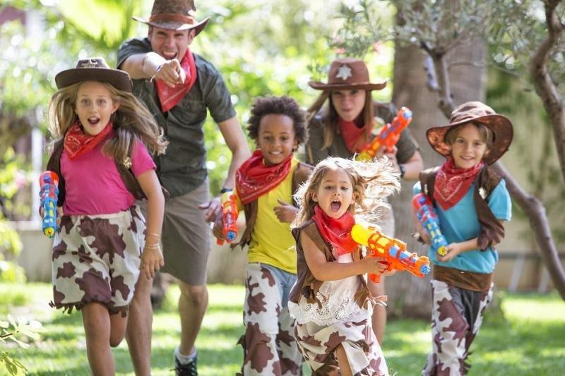 Los animadores son los Navigators, que conectan a los niños con los personajes mitológicos, transmitiéndoles los valores claves del programa: imaginación, creatividad, respeto y trabajo en equipo.