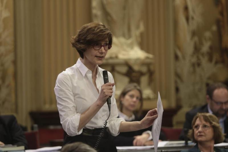 Bel Oliver, en el Parlamento de Baleares. Foto: Última Hora.