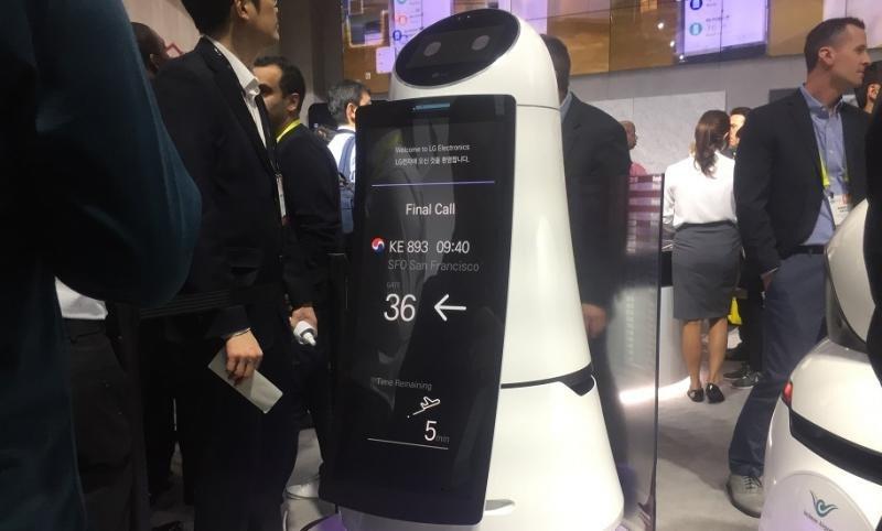 Robot guía para aeropuertos desarrollado por LG (Foto: The Denver Post/ Tamara Chuang).