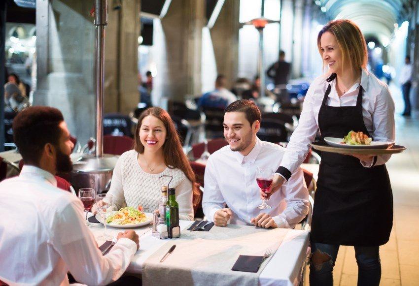 La hostelería sumó 36.592 empleados en los servicios de comidas y bebidas.
