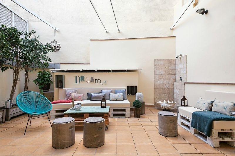 APARTUR cuenta con la mayor oferta legalizada de viviendas de uso turístico en Barcelona, con más de 7.000 apartamentos de los 9.600 existentes.