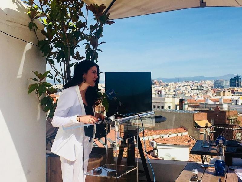 La secretaria general de la AEHM, Mar de Miguel, ha presentado la iniciativa en la terraza del hotel H10 Alcalá.