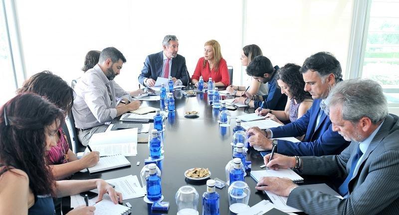 Gaspar Sáez, Director Regional de la compañía en Andalucía, junto a Sara Ramis, Directora de Marketing de BHG, durante su encuentro con los medios.