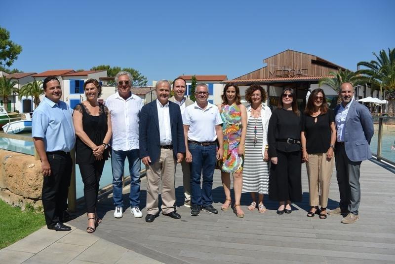 Representantes del sector turístico público y privado de la Costa Dorada, que ayer se reunieron en Cambrils para analizar cómo va la temporada 2018.