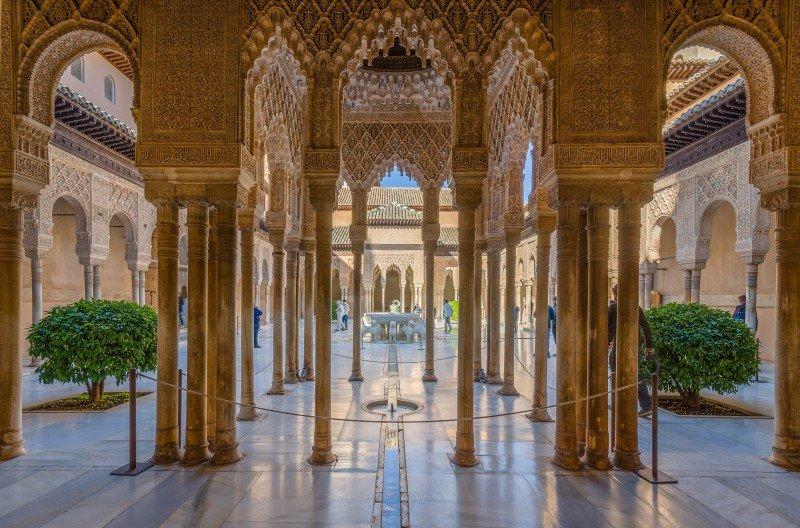 La Alhambra de Granada es uno de los monumentos más visitados del mundo.