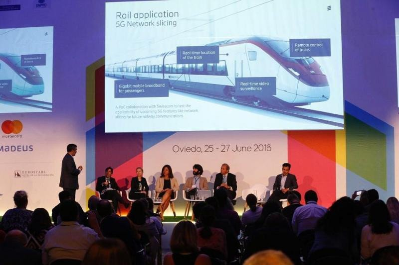 Imagen de la mesa donde se ha debatido el futuro del transporte y cómo puede mejorarlo la tecnología.