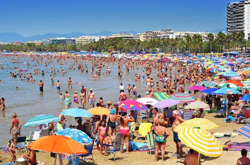 En 2018, España registró la cifra récorda de casi 82 millones de turistas internacionales.