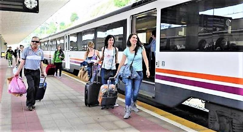 Arrancan los trenes playeros (Foto Diario El Montañés)