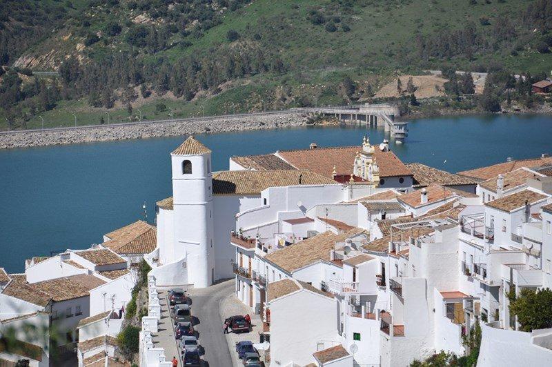 Zahara de la Sierra (Cádiz) es uno de los 11 municipios que se integran en 2018 en Los Pueblos más bonitos de España, asociación que desde este mes se sitúa al frente de la Federación de los Pueblos más Bonitos del Mundo.