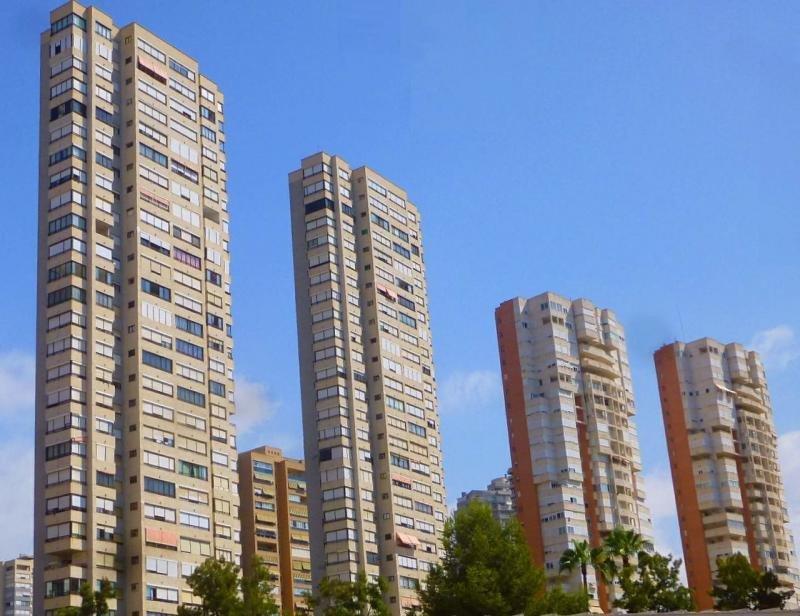 Desplome de estancias en apartamentos mientras suben en turismo rural