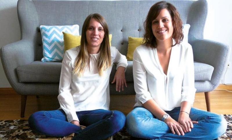 Cristina Madrid y Marta Giral, fundadoras de Saphora Viajes. Gran parte de su trabajo se desarrolla en redes sociales. Su caso sobre transformación digital de los negocios turísticos es uno de los que se muestran en el tema de portada de la revista HOSTELTUR