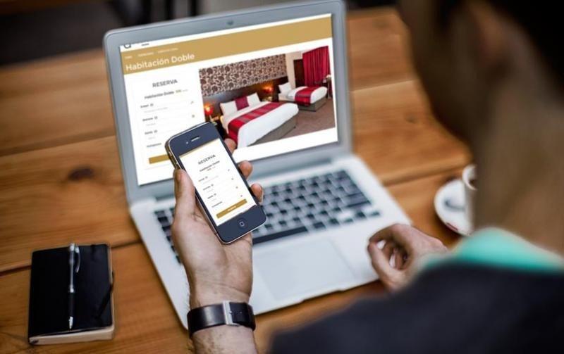 Quienes reservan a través de una OTA gastan 17% más en el hotel