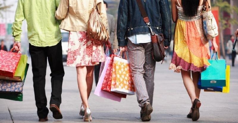 Los turistas gastan en América el doble que en Europa