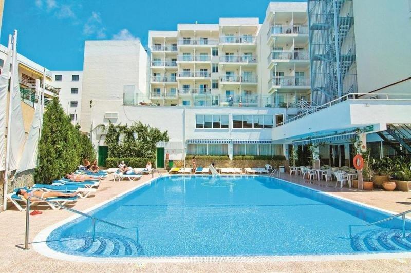 El hotel BlueSea  Piscis, en el Puerto de Alcúdia, es un 3 estrellas enfocado al público adulto.