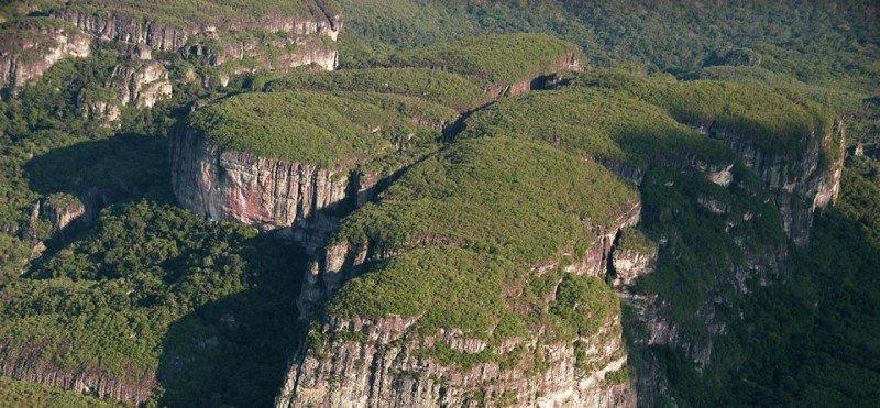 Chiribiquete es el primer sitio mixto cultural y natural de Colombia; destaca por sus características geológicas y por ser hogar de pueblos y especies autóctonas. Foto: Parques Nacionales de Colombia.