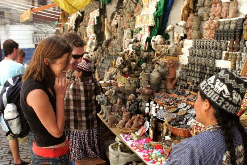 Bolivia estrena sistema de seguridad para turistas en La Paz
